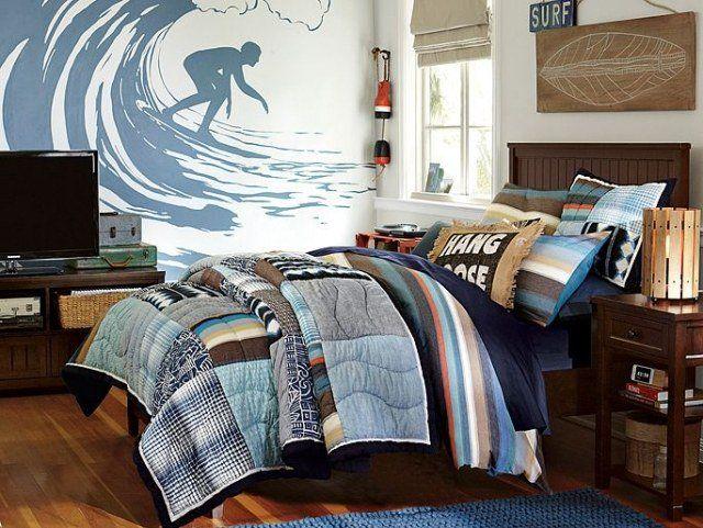 amenagement-chambre-ado-garçon-lit-table-chevet-bois-papier-peint-surfeur-coussins-couette