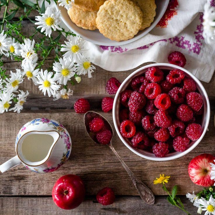 Guida alle merende sane per i nostri bambini. Mangiare di tutto, senza esagerare. Insegnare ai ragazzi come bilanciare patatine e dolciumi con cibi sani.