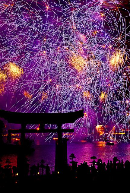 Disney World, Epcot: Fireworks over World Showcase - most amazing halloween fireworks i have ever seen, like apart from the clonmany ones