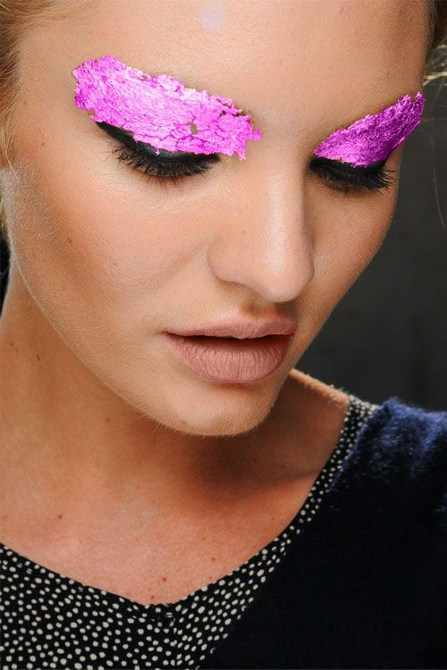 Candice Swanepoel: Goldleaf, Makeup Inspiration, Gold Leaf, Pink Eyeshadows, Candice Swanepoel, Golden Eye, Pink Eye Makeup, Runway Makeup, Beautiful Trends