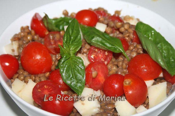 Insalata di lenticchie con pomodorini e formaggio