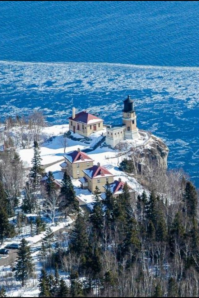What a view of #Split #Rock #Lighthouse and Lake Superior!    http://www.roanokemyhomesweethome.com