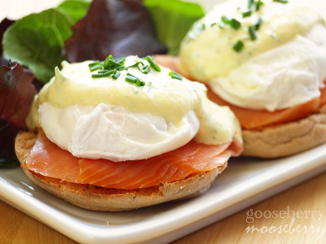 Scandinavian Eggs Benedict with Yogurt Sauce (Serves 2)  You will need: 1 cup low-fat Greek yogurt 1/8 tsp powdered turmeric 1 tbsp chopped fresh dill Juice of 1/2 lemon  1 tsp horseradish A crackle of white pepper Salt to taste 2 whole wheat English muffins, halved and toasted 4 slices of smoked salmon 4 poached eggs (for how to poach an egg, see above)  Optional: chopped chives for garnish