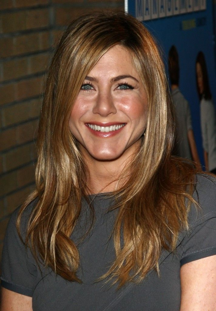 jennifer aniston hairstyles | Jennifer Aniston wearing a straight long hairstyle while at the NY ...