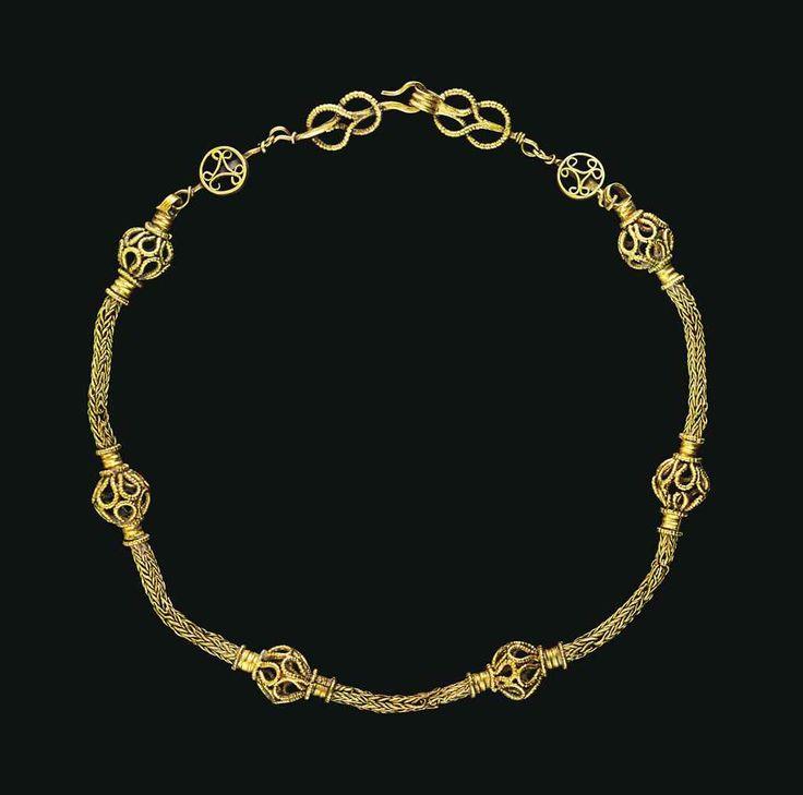 AN EARLY BYZANTINE GOLD NECKLA