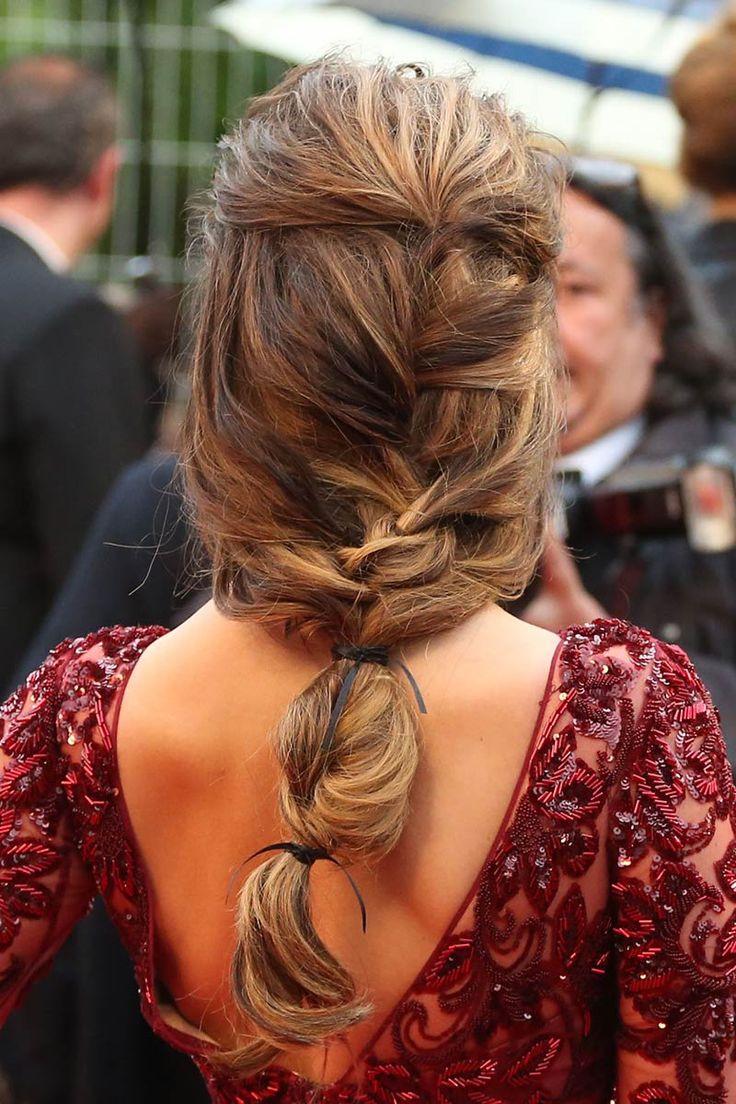 Cheryl Cole (Trenza raíz deshecha con lazos artesanales que la sujetan, ideal para bodas campestres o al aire libre! )