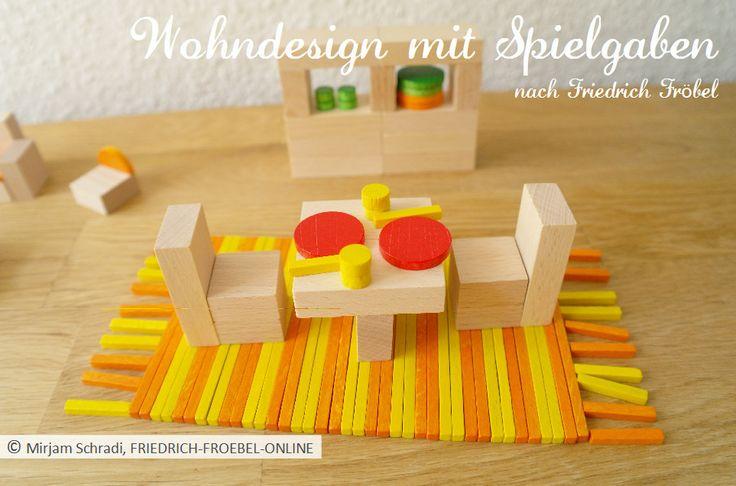 Wohndesign mit Spielgaben nach Froebel: gedeckter Tisch mit 2 Stühlen und einem Regal mit Geschirr -> mehr Infos: http://www.friedrich-froebel-online.de/s-p-i-e-l-g-a-b-e-n/