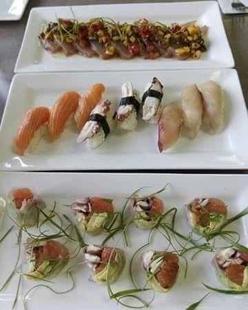 3 Platillos simples: 1.- rollo de salmonaguacate y pulpo en papel de arroz 2.- nigiri de salmon pulpo y jurel 3.-tataki de jurel con salsa de mango.  #tataki #nigiri #sushilovers #sushi  #instafood #foodporn  #healthysushi  #healthy #japanesecuisine #cheflife #mexicancuisine #mexicansushi #mexicanstyle #salmon #jurel #octopus by faricarrasco_