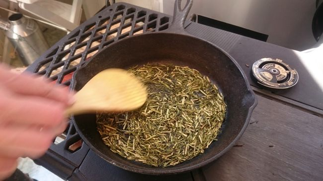 薪ストーブで「自家製ほうじ茶」