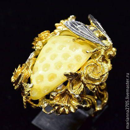 """Кольца ручной работы. Ярмарка Мастеров - ручная работа. Купить ЗАКАЗ """"Медовое лето"""" кольцо с резным янтарем, цветами и пчелой. Handmade."""