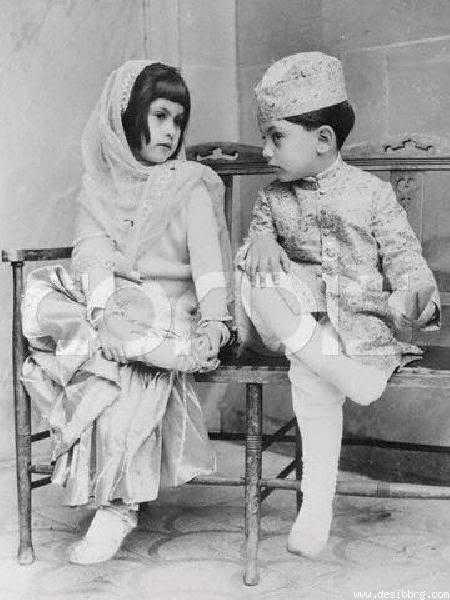 With elder sister Sahnaz Lalarukh Khan