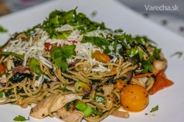 Špagety s kuracím mäsom a špenátom (fotorecept)