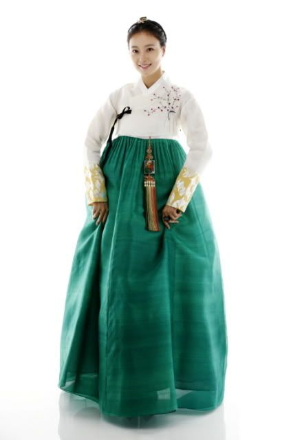 """Moon Chae Won in """"The Princess's Man"""" 2011-- That green in stunning."""