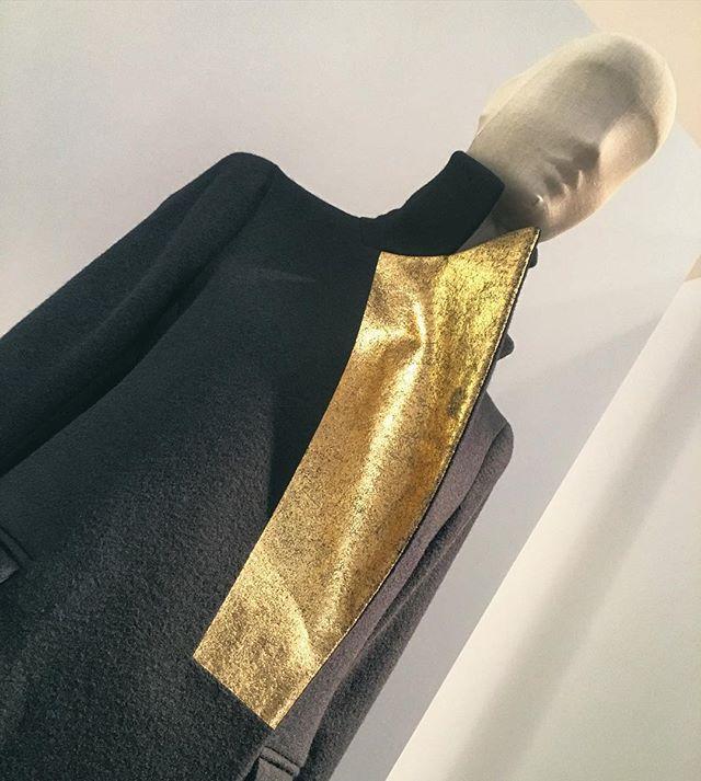 Golden leaf. Jil Sander - Present Tense #fashionexhibition at @museumangewandtekunst in #Frankfurt
