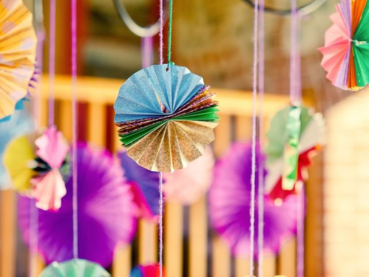 How to style your summer wedding! Bang on trend with these paper decorations. Wedding Ideas magazine