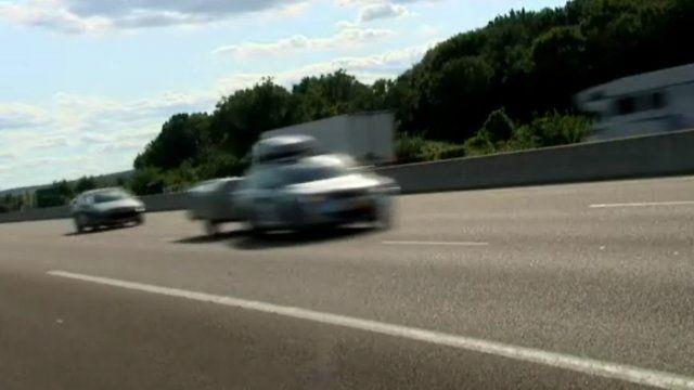 Pendant l'été, France 3 Bourgogne s'est immiscé dans les coulisses de l'autoroute A6, à la rencontre des agents qui veillent sur notre sécurité, des employés des sociétés d'autoroute et de tous les acteurs présents de nuit comme de jour. http://bourgogne.france3.fr/2013/09/22/les-coulisses-de-l-autoroute-a6-vous-sont-devoilees-323263.html