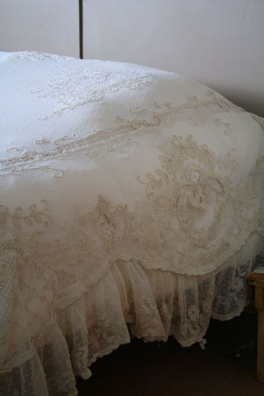 l/detweedelente/full31440473_a.jpg / Love the lacy ruffle and spread...