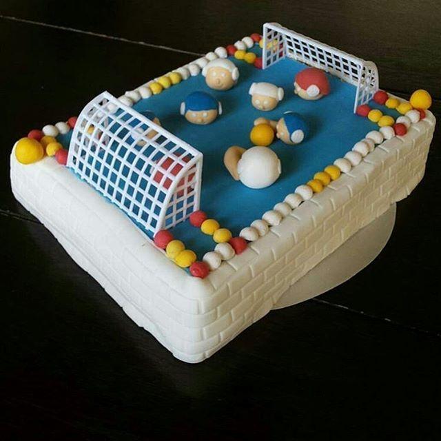 from @klitse - @0548emma , van harte gefeliciteerd met je 15e verjaardag #waterpolo #birthday #15 #cake #instacake #Regrann