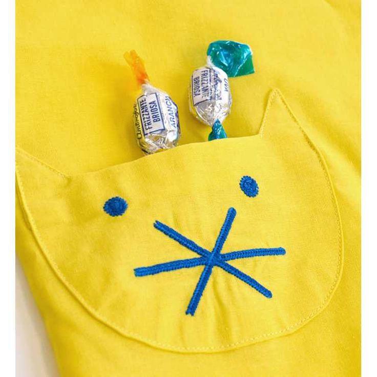 【セール開催中!最短】ポップなカラーリングの子供用エプロン!着脱しやすいマジックテープ&ワンピース仕様 男の子 女の子 こども トドラー 猫 給食 進級祝入学祝 入園祝 120cm 130cm◆エプロン[CAT & STRIPE DOT][キッズ]|e-zakkamania stores(イーザッカマニアストアーズ)の商品詳細ページです。商品説明、画像、レビューも充実。ぜひ楽しいお買いものにお役立てください!- ファッション通販SHOPLIST