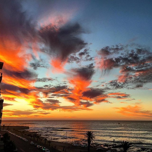 Last nights #sunset was an intro that what I like to call Sunset Season in #capetown. And I cant wait! . In the late summer months the stars align (not really) and as #capetonians we are treated to around 2 months of spectacular displays of colour and light.