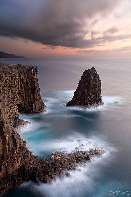 Farallon de Tabata, La Palma de Gran Canaria, Spain.   Topógrafo. Land Surveyor.  Repin: Topografía BGO Navarro - Estudio de Ingeniería