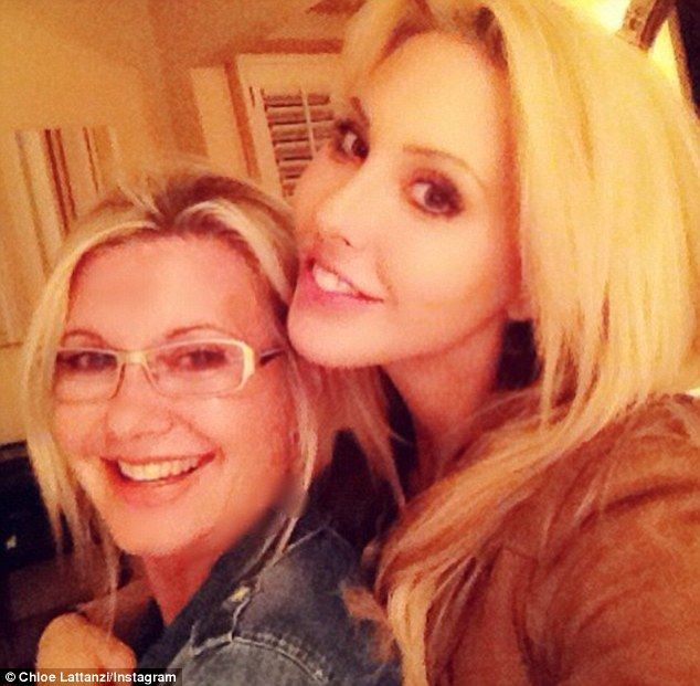 Olivia Newton-John and troubled daughter Chloe Lattanzi reunite #dailymail