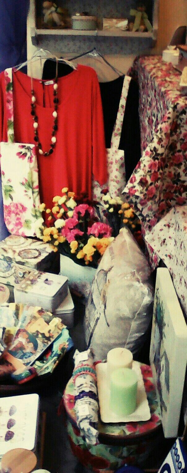 Χειροποίητο κολιέ, τοτ τσάντες ιδανικές για τα ψώνια μας  και μπλούζες σε πολλά χρώματα 🎈🎈🎈🎈