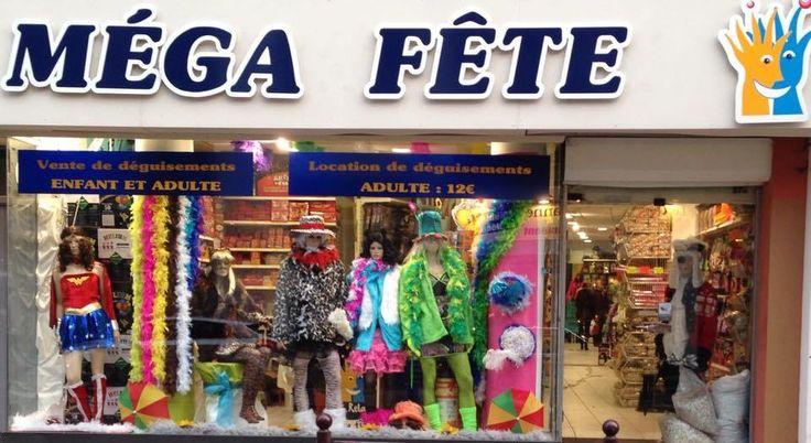 Location de déguisements à 14€ dans votre magasin Méga Fête Lille Gambetta, vente d'accessoires de fête, perruques, costumes, chapeaux, masques, décoration.