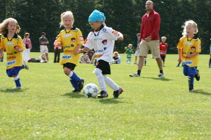 Jalkapallo oli Liljalle liian helppoa. ;)