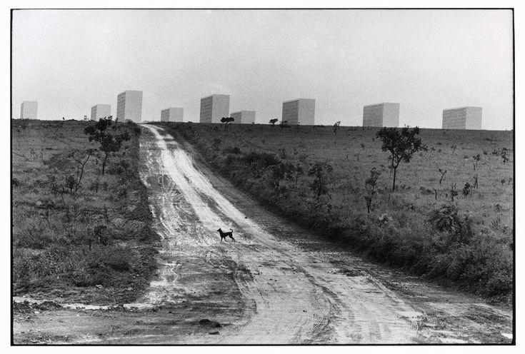 Magnum Photos - Elliott Erwitt BRAZIL. Brasilia. 1961.
