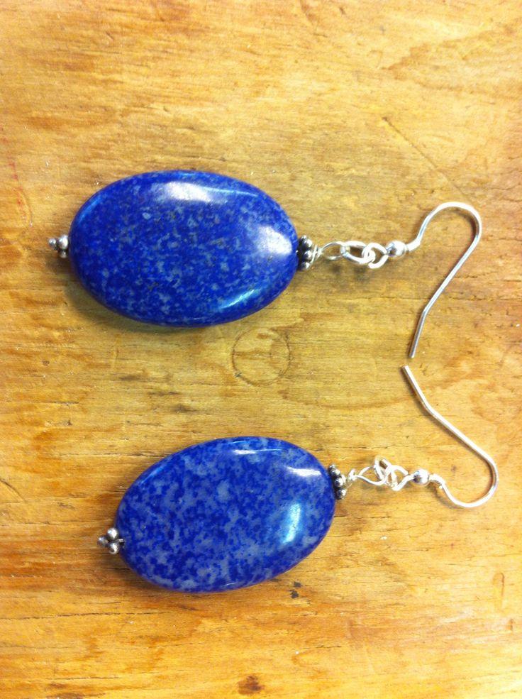 Zilveren oorhangers met lapis lazuli, Marike van Gink