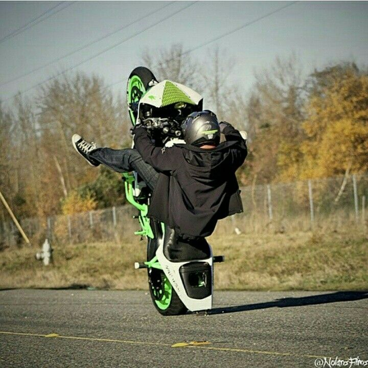 Sponsored Rider @samoan_bruce_wcc Scraping his way into a wheelie Wednesday on his ZeusArmor equipped R6S #zeusarmor #dowork #yamaha #r6s #stunt