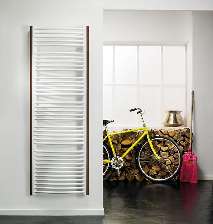Håndklædetørrer – Vælg el-håndklædetørrer eller vanddrevet?Purmo Linosa findes med profiler både i rustfrit stål og wenge.