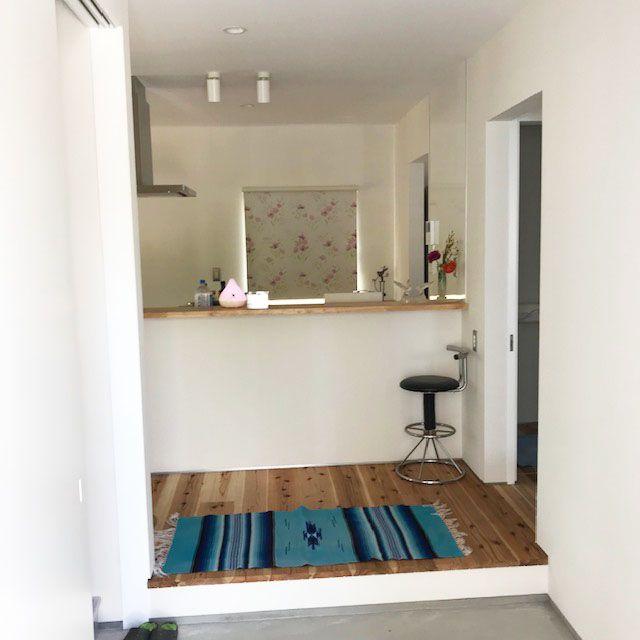 キッチンの小窓にロールスクリーン 模様替え ウッドブラインド