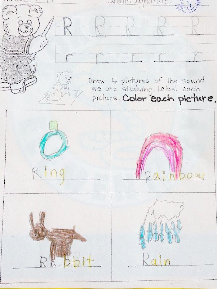 キンダーの宿題大公開〜♪ ハワイの公立小学校のほとんどはキンダーガーテンから始まります。 日本でいう年長さんの年齢の子供達が通います。  日本の幼稚園でもひらがなを教えてくれる幼稚園も多いと思いますが、 こちらのキンダーでも、毎日アルファベット1文字ずつの宿題が出ます。  大文字小文字を書く練習と、 そのアルファベットが頭につく単語の絵とスペルを書かせるというものです。  今日のアルファベットは「R」 英語がまだあまり分からない5歳の娘ですが「Rainbow」はすぐに思いついたようです。 さすがハワイっ子。笑  ・・・そして発音がこれまたネイティブ並み!!いつの間に・・・。 いやー、子供は本当に早いね・・・。  ::Mama A::