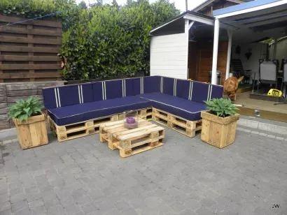 Lia en Jancito – outdoor sofa set from pallets