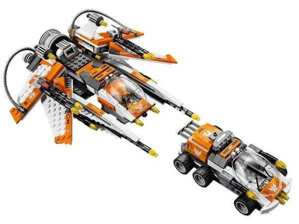ANIHILATOR DE GANDACI (70705) Invinge libelula extraterestra cu decimatorul de gandaci cu functie de scindare care se transforma intr-o nava robusta si vas de atac cu arme !