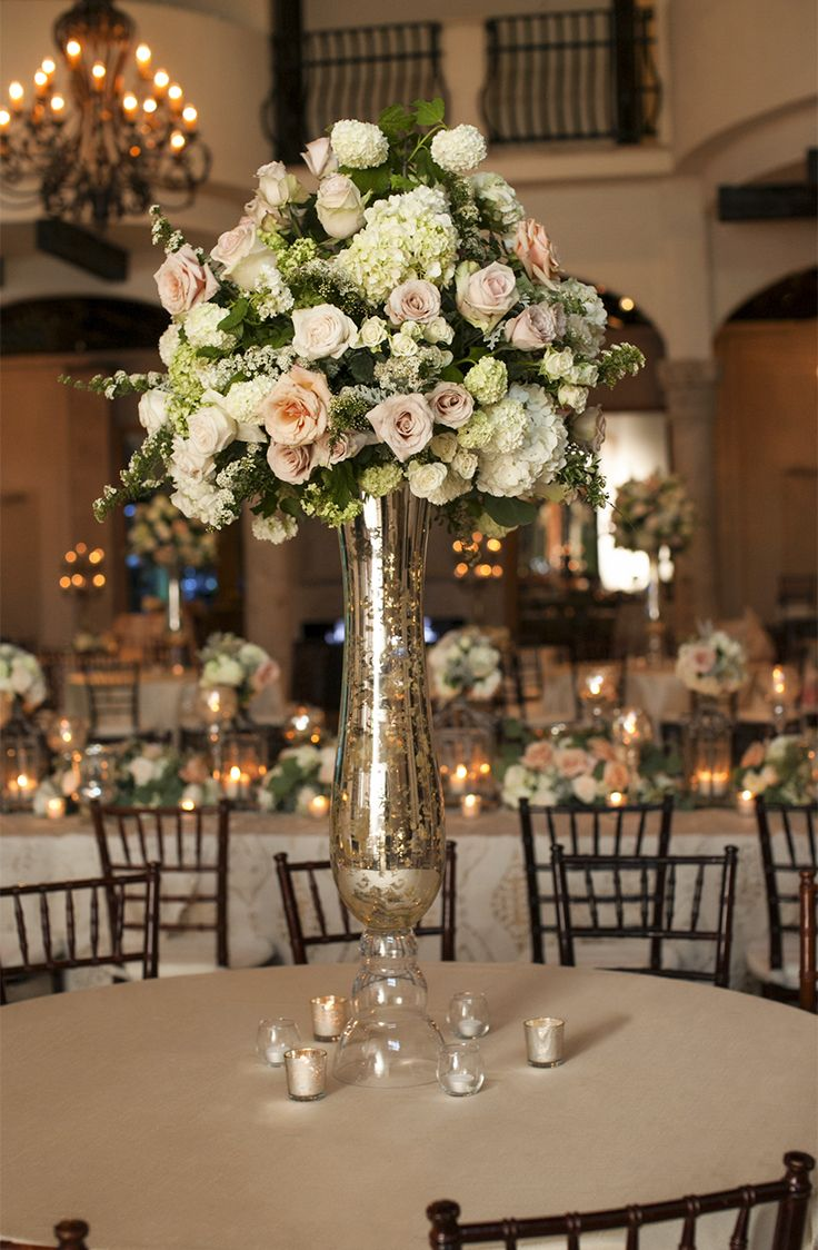 This chic centerpiece definitely makes a statement! Thanks @djonesphotography for sharing!