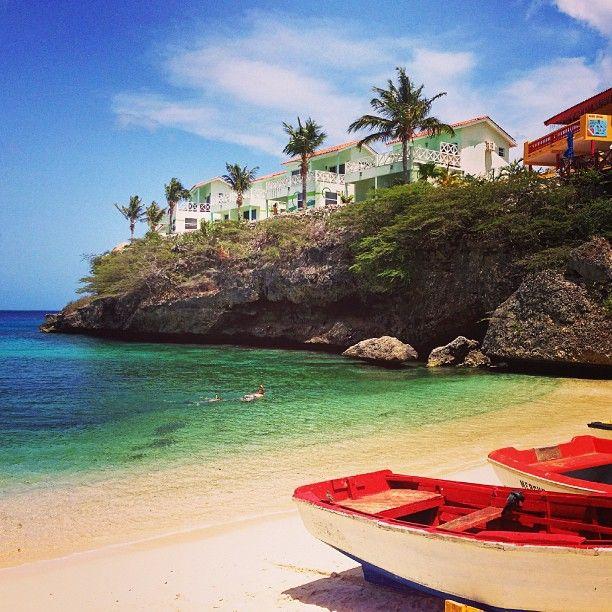 Beach time in Curacao. Photo courtesy of jetsetandgo on Instagram.