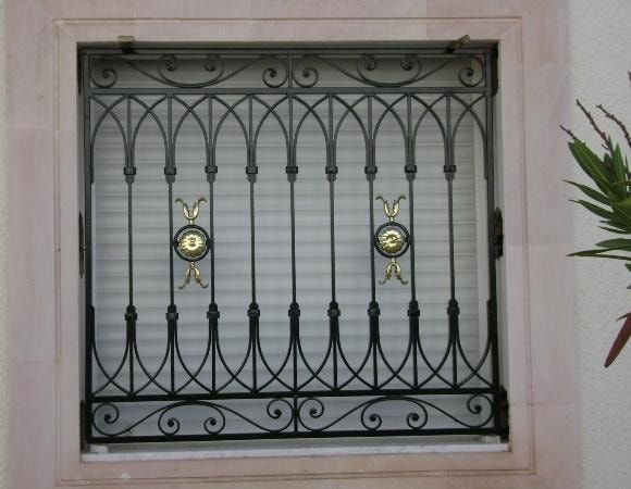 أفضل 5 اشكال شبابيك حديد خارجية للمنازل ديكورموز Window Grill Design Modern Window Grill Design Iron Window Grill