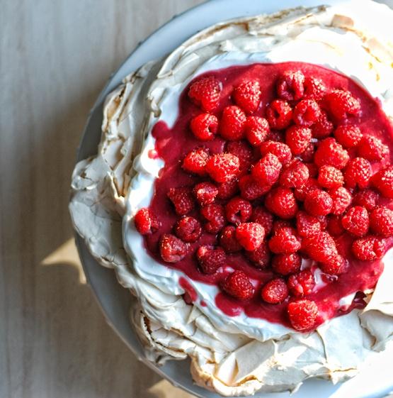 Strawberries Cream Torte Recipe: Meringues With Strawberries And Whipped Cream (Schaum