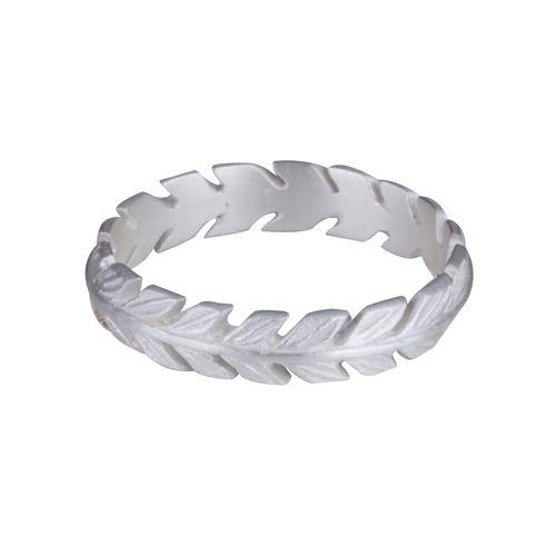 Sød og enkel ring i 925 sterling sølv formet som en smuk bladkrans. Den fås i størrelserne 50, 52, 54 og 57. 899 kr.