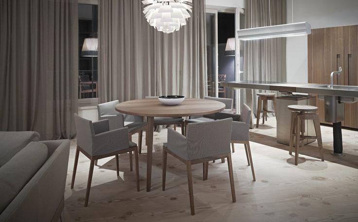 Mint klädd stolar med runt bord. Ja, och Mint barpall. Visit vår website att se mer* http://www.mintfurnitureshop.se/bord