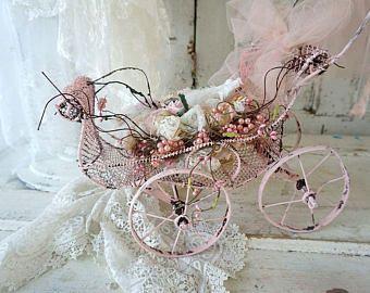 Nido de pájaro de cinta cordón hecho a mano en alambre vintage silla carro decoración shabby cottage sombreros chic flores decoración diseño de anita spero
