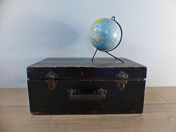 Ancienne valise vintage malle bois noir patinée 1930 artisanale Old suitcase black wooden trunk 1930 handcrafted