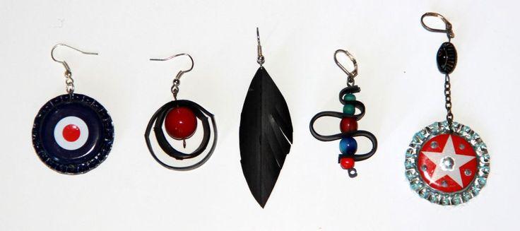 Ohrringe aus Fahrradschlauch, Kronkorken und Perlen.