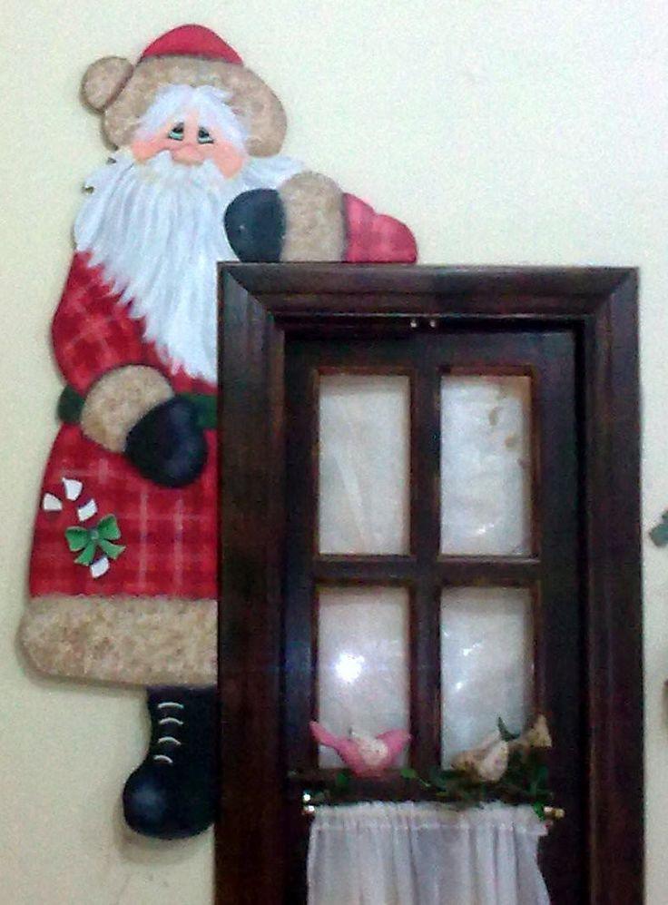Recorte de Papai Noel feito em pintura country para batente de porta.
