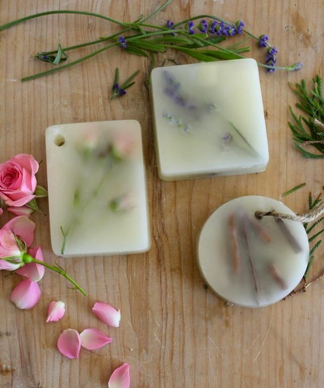 Gorgeous home made scented wax bars to make your house smell nice.