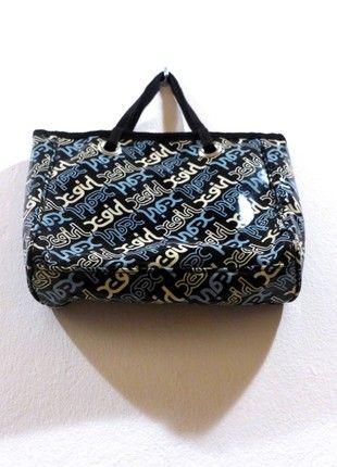 Kupuj mé předměty na #vinted http://www.vinted.cz/damske-tasky-a-batohy/psanicka/18110354-90ties-plastikova-streetstyle-minibag-by-x-girl