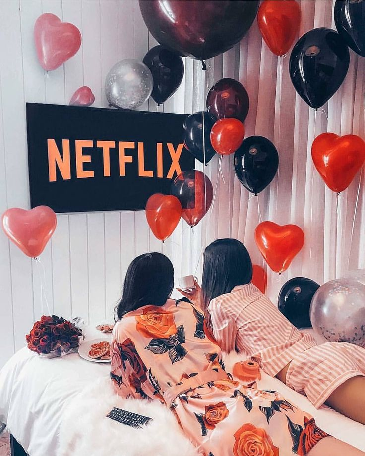 """276 mentions J'aime, 4 commentaires - Fashion Diary (@fashi0n.diary) sur Instagram: """"Sleepover goals. 💕 ugh my babe had to go to work and I miss him :( 